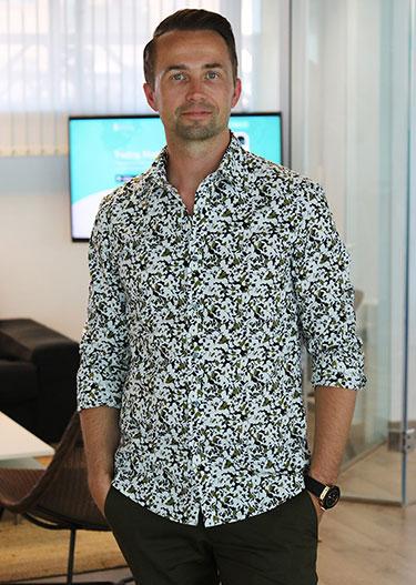 André Lavold står upp