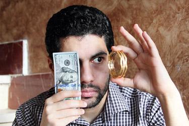 Arab med guld och sedlar