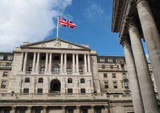 Bank of England med Brittisk flagga