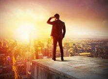 Businessman som ser nya möjligheter