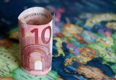 EU karta med 10 eur sedel