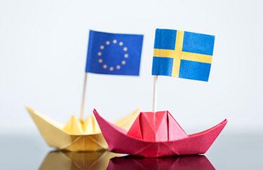 EU och Sveriges flagga