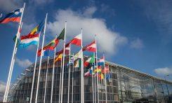 Europeiska centralbanken - massa flaggor utanför