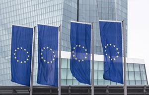 EU flaggor utanför Europeiska centralbanken