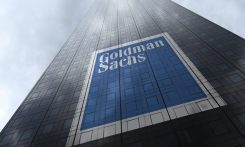 Goldman Sachs logo på en byggnad i New York