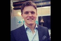 Hampus Lindholm Skrattar efter framgångsrika trades
