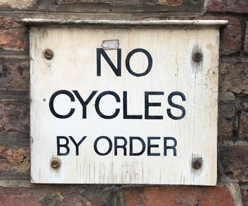Inga cykler - en skylt på engelska
