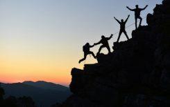 Riskabel klättring i mörkret